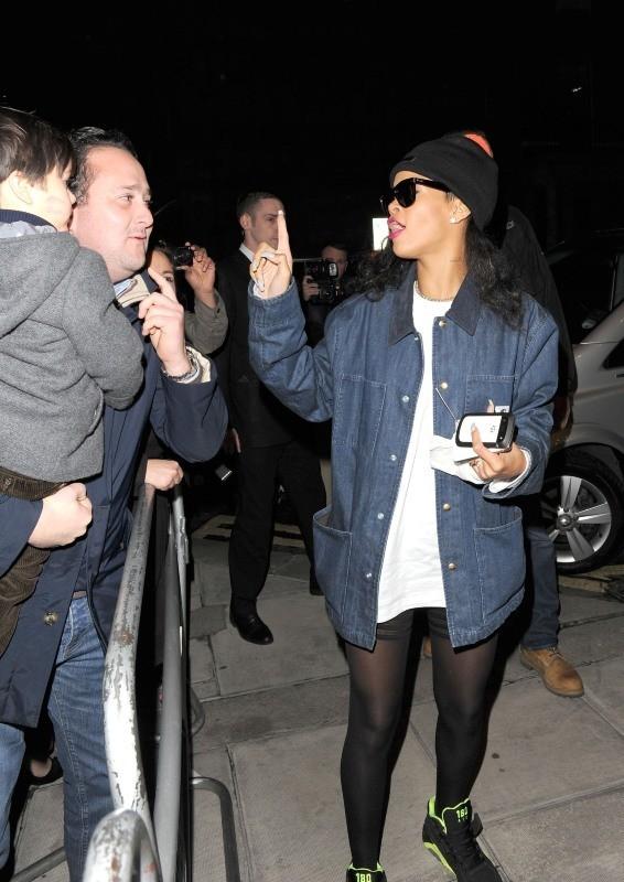 Rihanna de retour à son hôtel à Londres, le 25 novembre 2012.
