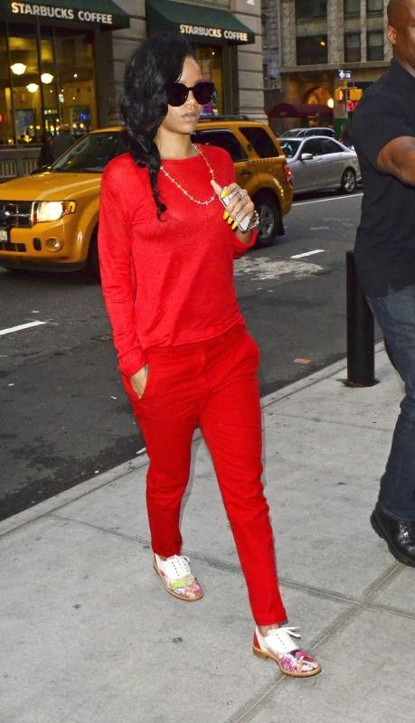 Rihanna, trop de rouge tue le rouge !