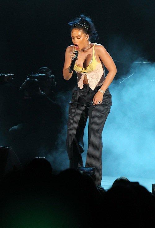 Photos : Rihanna met le paquet sur scène !
