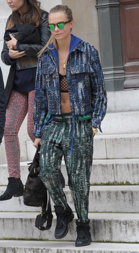 Cara Delevingne à la sortie du défilé Stella McCartney organisé à l'Opéra Garnier de Paris le 3 mars 2014