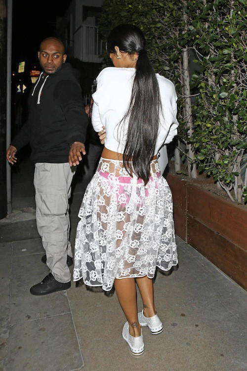 Photos : Rihanna : quoi de plus naturel qu'une jupe transparente pour sortir dîner ?!
