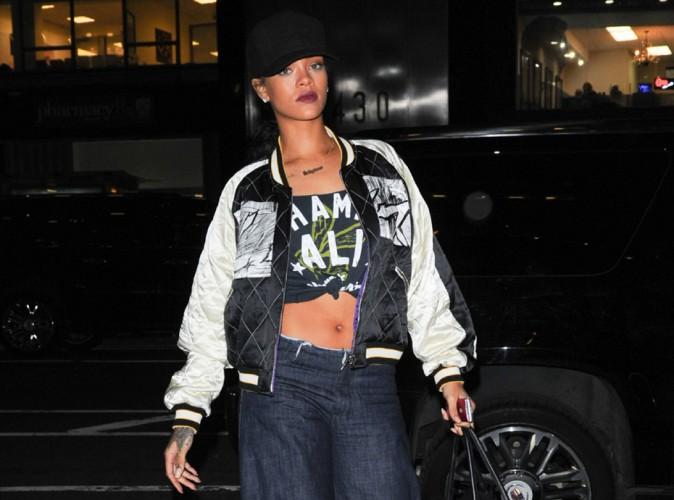 Rihanna : retour aux affaires, elle affiche son ventre plat pour retrouver Jay-Z chez Roc Nation !