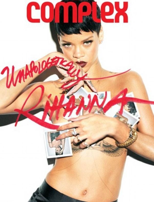 Rihanna en couverture du magazine Complex, topless pour représenter son dernier album