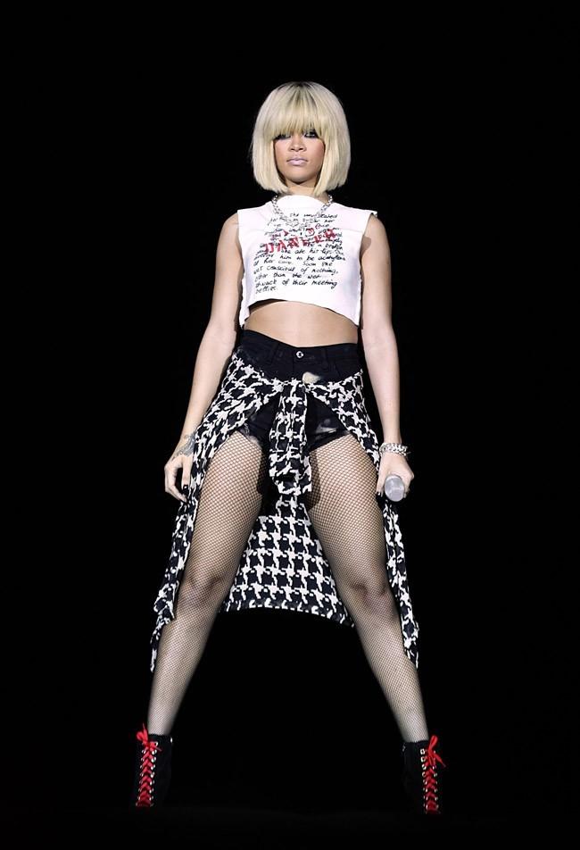 Rihanna et son nouveau carré blond !