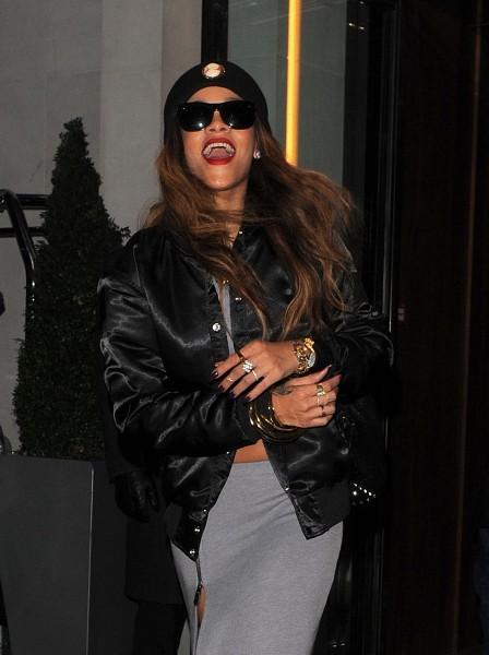 Rihanna à la sortie de son hôtel à Londres, le 17 février 2013.