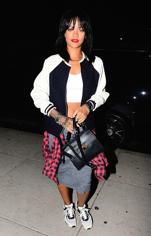Rihanna souriante malgr� les photos d'elle nue expos�es sur la toile !