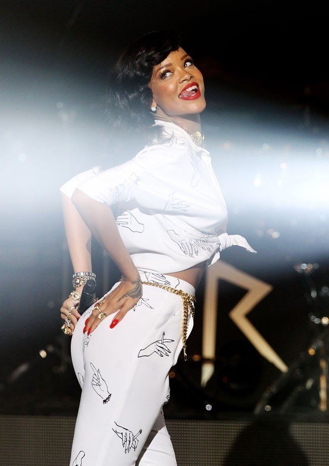 Rihanna en concert à Londres pour son 777 Tour le 19 novembre 2012