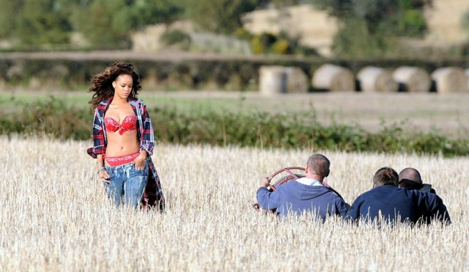 Rihanna sur le tournage de son clip We Found Love en Irlande, le 26 septembre 2011.