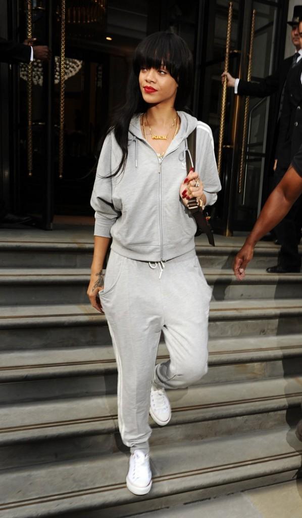 Rihanna à la sortie de son hôtel de Londres le 25 juin 2012