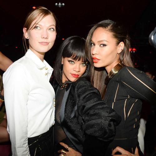 Karlie Kloss, Rihanna et Joan Smalls lors de l'after-party de la maison Balmain à Paris, le 27 février 2014.