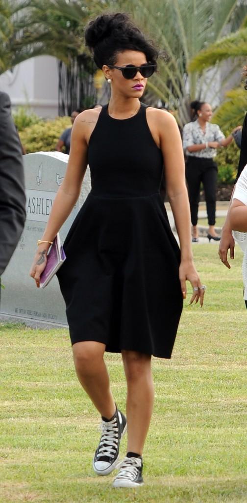 Rihanna lors de l'enterrement de sa grand-mère à la Barbade, le 10 juillet 2012.
