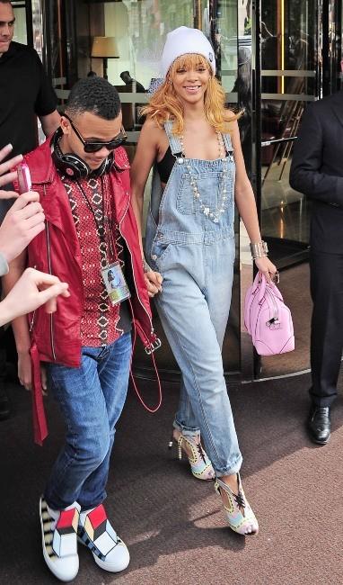 Rihanna et son petit frère le 17 juin 2013 à Londres