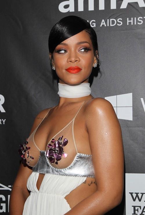 Photos : Rihanna vs Miley Cyrus : duel de décolletés chocs au gala de l'AmfAR 2014 !
