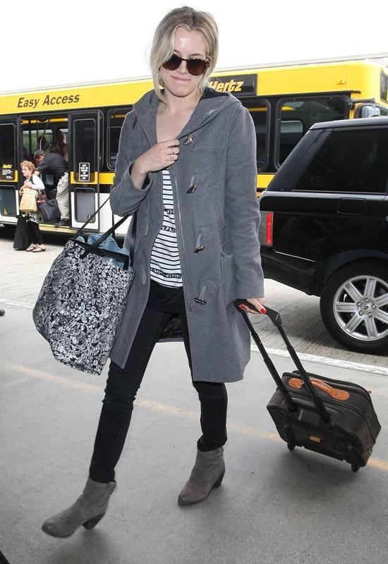 Riley Keough arrive à l'aéroport de Los Angeles