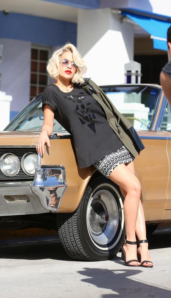 Rita Ora en shooting pour Material Girl à Miami le 10 décembre 2012
