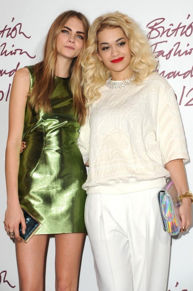 Rita Ora et sa BFF, le mannequin anglais Cara Delevingne.