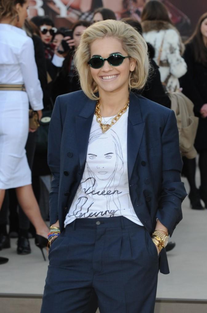 Rita Ora se rendant au défilé Burberry à Londres, le 18 février 2013.