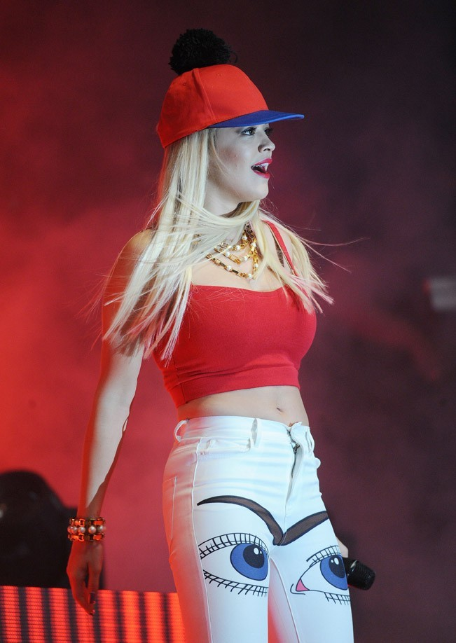 Rita Ora en concert à Londres le 26 mai 2013