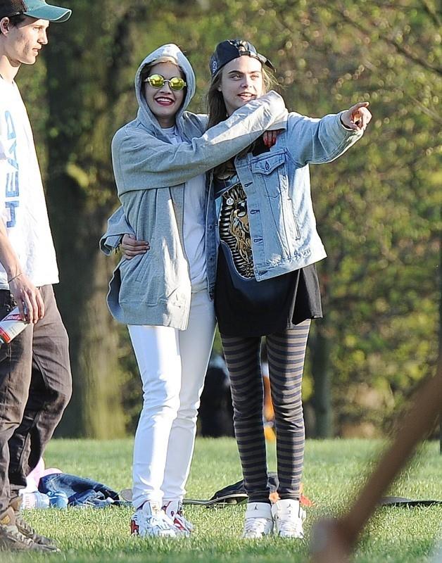Rita Ora et Cara Delevingne à Londres, le 2 mai 2013.