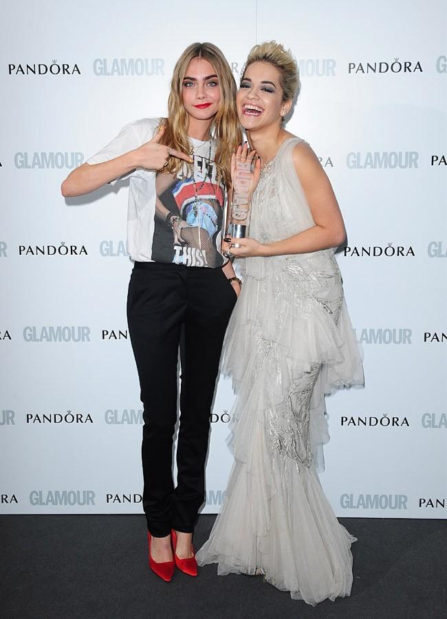 Rita Ora et Cara Delevingne lors de la cérémonie des Glamour Women Of The Year Awards le 4 juin 2013 à Londres
