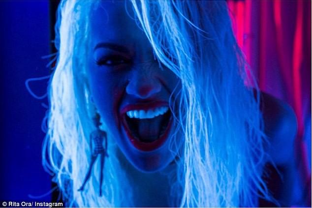 Photos : Rita Ora et Charli XCX : les premières images de leur clip griffé par Hilfiger !