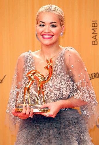 Photos : Rita Ora impériale et honorée, elle se met à nu pour ses fans !