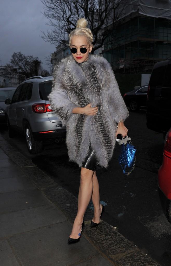 Photos : Rita Ora : latex et fourrure pour les 25 ans de son homme !