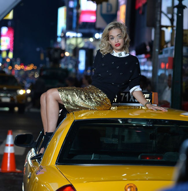 Rita Ora en shooting pour DKNY à New-York le 30 juillet 2013