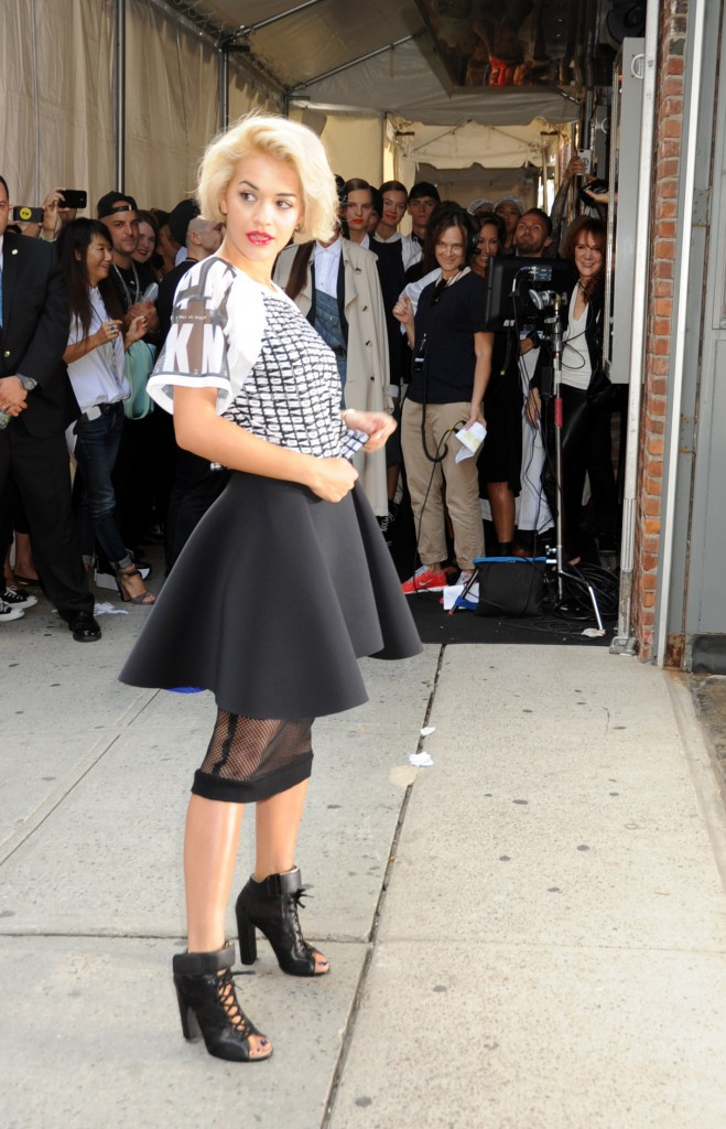 Rita Ora pour DKNY