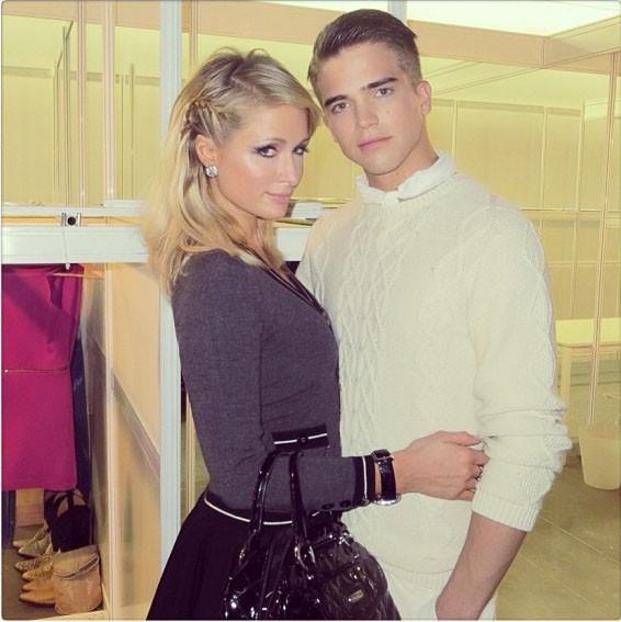 Paris Hilton avec River Viiperi dans les coulisses du défilé...