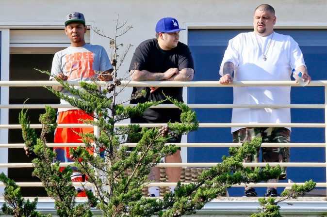 Photos : Rob Kardashian : il continue de s'isoler et de fuir son clan !
