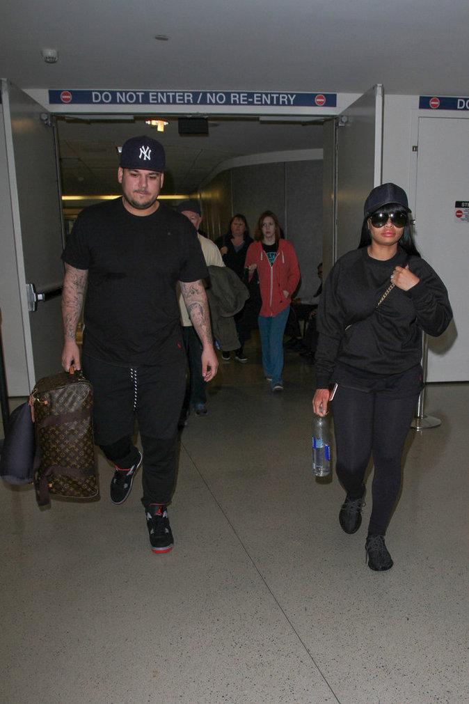 Rob Kardashian et sa fiancée Blac Chyna à l'aéroport de LAX le 18 avril au soir