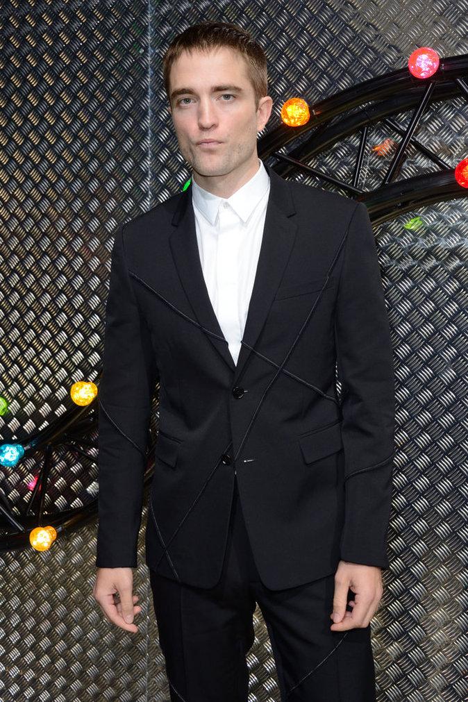 Photos : Robert Pattinson : égérie chic, star du front row au défilé Dior !