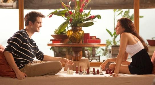 Edward et Bella en pleine partie d'échecs !