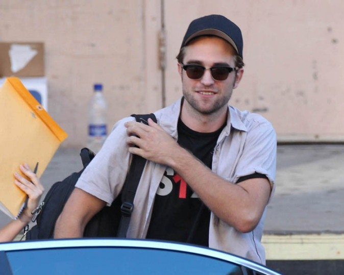 Robert Pattinson à la sortie du Stand Up For Cancer à Los Angeles le 7 septembre 2012