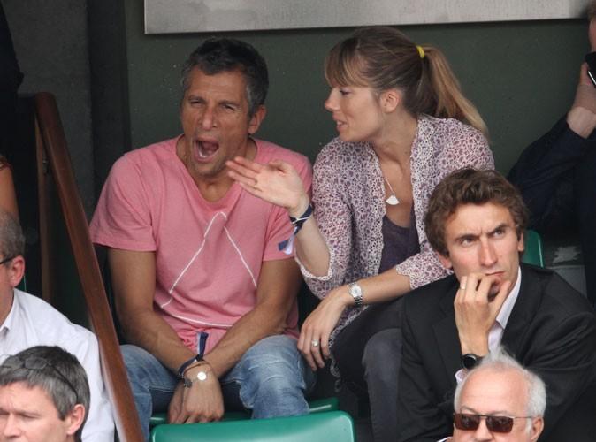 Roland Garros 2011 : Nagui bâille-t-il à cause du match ou de Mélanie Page ?