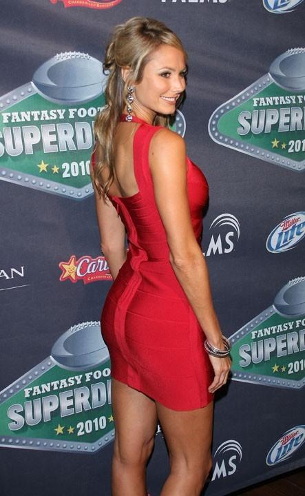 Stacy Keibler, la copine de George Clooney a de sacrés atouts !