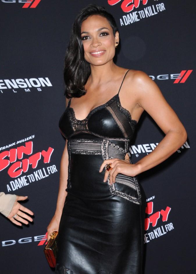 Rosario Dawson sur le tapis rouge de l'avant-première de Sin City 2, à Los Angeles, le 19 août 2014 !