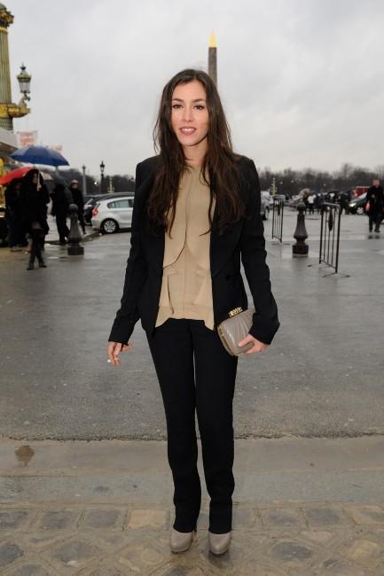 Olivia Ruiz se rendant au défilé Elie Saab à Paris, le 7 mars 2012.