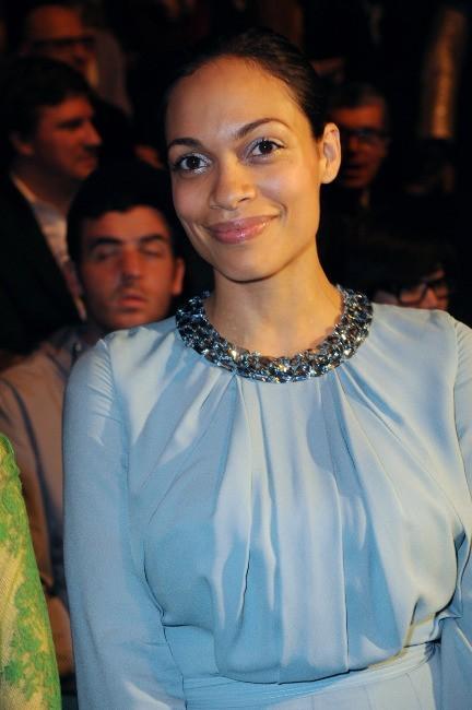 Rosario Dawson au défilé Elie Saab à Paris, le 7 mars 2012.