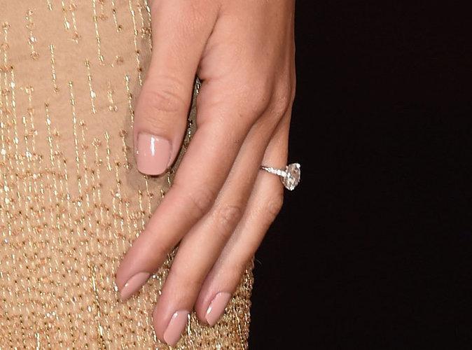 Jason Statham a offert une magnifique bague de fançailles à Rosie Huntington-Whiteley