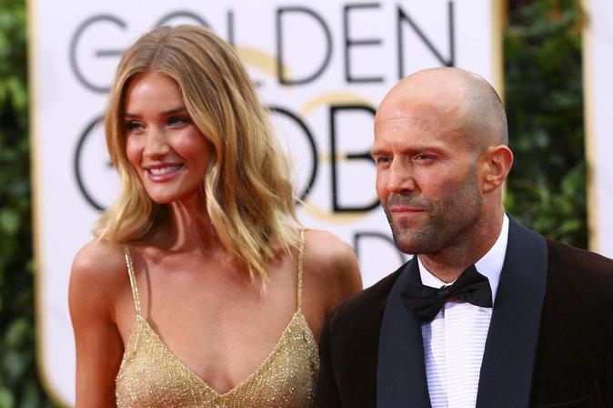 Rosie Huntington-Whiteley et Jason Statham ont officialisé leurs fiançailles aux Golden Globes 2016