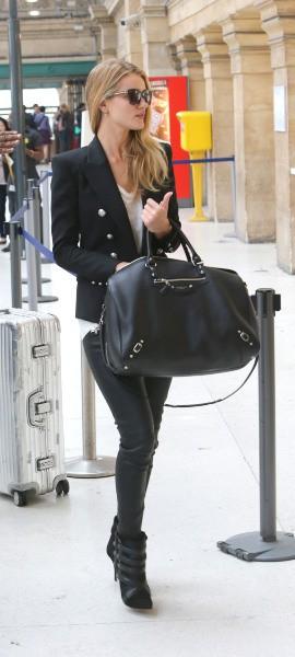 Rosie Huntington-Whiteley à la Gare du Nord à Paris, le 27 septembre 2013.