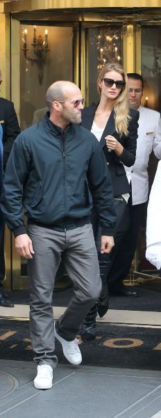 Rosie Huntington-Whiteley et Jason Statham à Paris, le 27 septembre 2013.