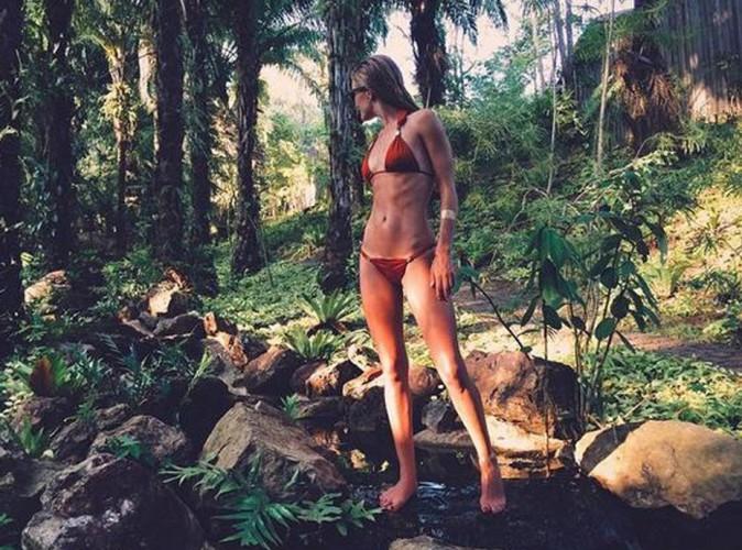 Rosie Huntington-Whiteley : côtés apparentes en bikini, la top anglaise trop skinny ?