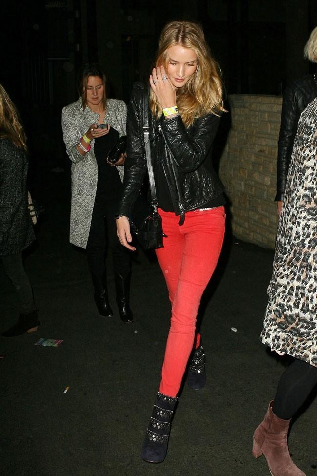 Rosie Huntington-Whiteley arrivant au concert de Coldplay le 2 mai 2012 à Los Angeles