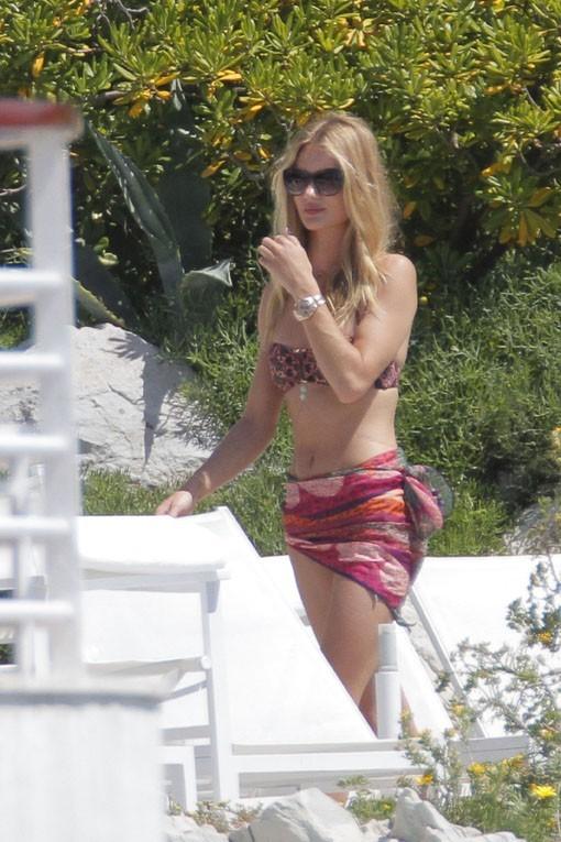 Rosie Huntington-Whiteley en vanaces à Antibes avec Jason Statham le 10 juin 2013