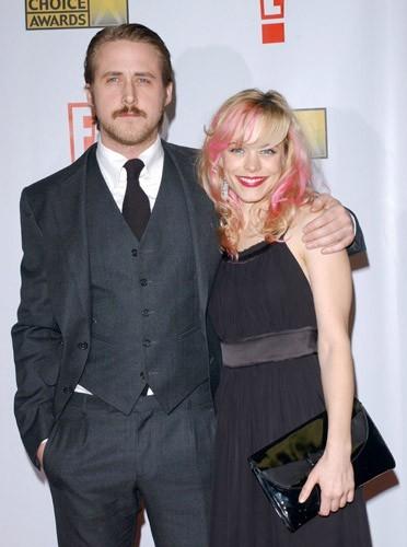 Ryan Gosling moustachu et Rachel McAdams