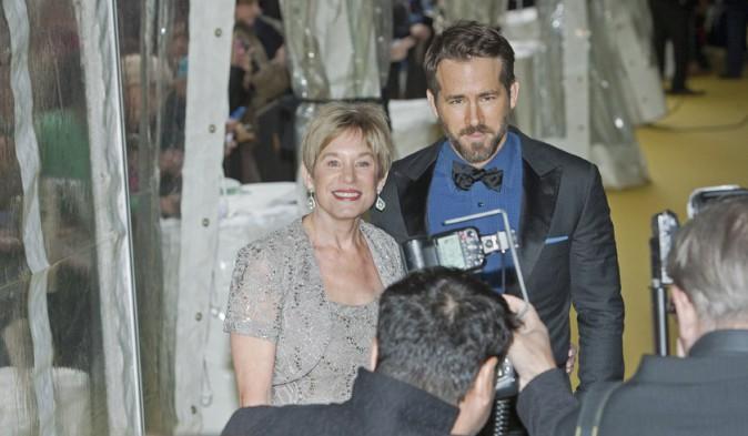 Ryan Reynolds avec sa maman à Toronto le 18 octobre 2014