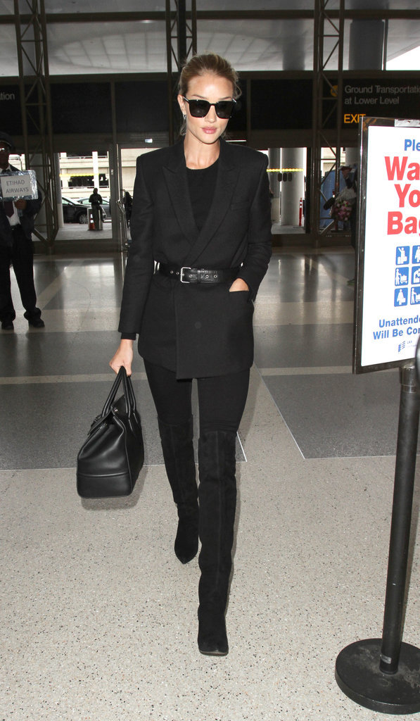Le total look black comme Rosie Huntington-Whiteley
